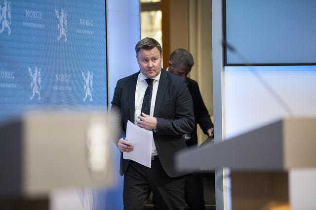 Assisterende helsedirektør Espen Rostrup Nakstad under en pressekonferanse om koronasituasjonen. Foto: Berit Roald / NTB