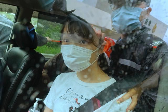 Agnes Chow ble løslatt fra fengsel i Hongkong lørdag. Foto: Vincent Yu / AP / NTB