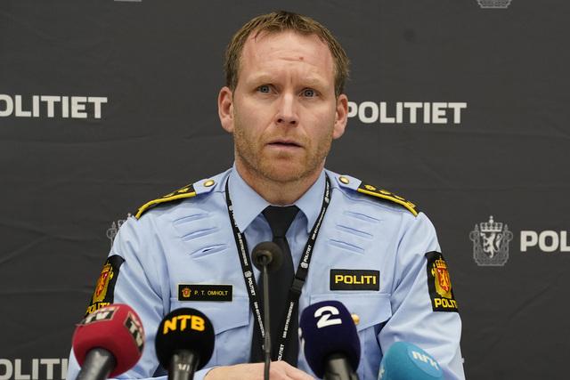 Politiinspektør Per Thomas Omholt opplyser at politiet må ta en vurdering på om de to personene som ble avhørt tirsdag, er fornærmet i saken. Så langt har de status som vitner.  Foto: Terje Bendiksby / NTB