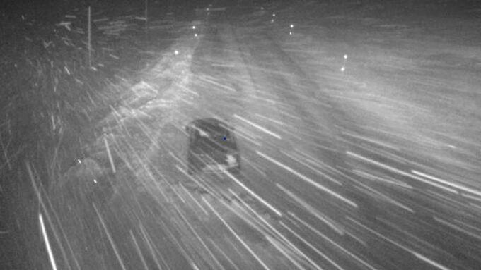 RUSKETE, MEN ÅPENT: Veien over Hemsedal så slik ut kl 06.19 i morges.
