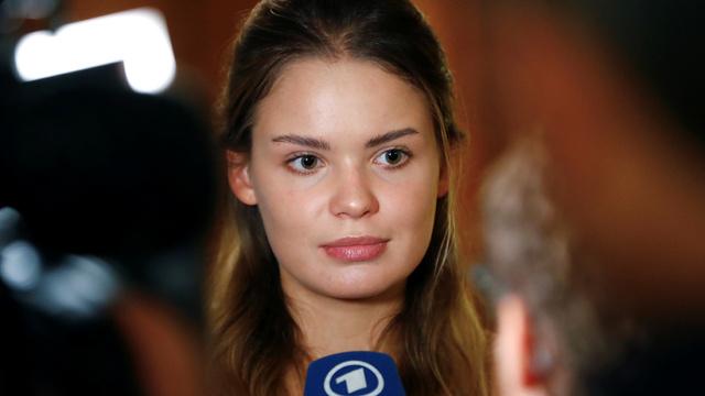 Pussy Riot-medlem Veronika Nikulsjina ble fredag pågrepet i Moskva. Her møtte hun journalister i 2018.