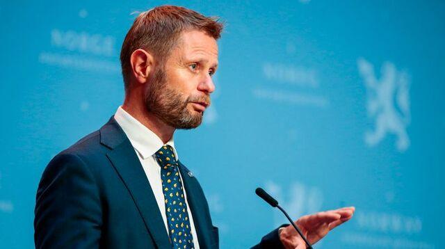 Helse- og omsorgsminister Bent Høie orienterer om koronasituasjonen klokken 14.