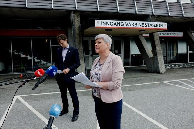 Idrettsbyråd Endre Tvinnereim og helsebyråd Beate Husa innkalte til pressekonferanse.