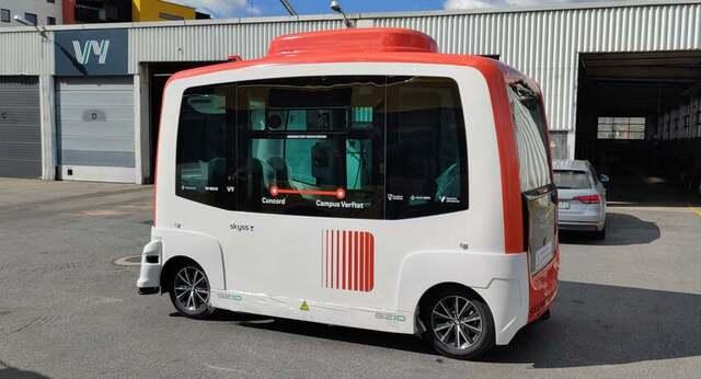 Denne bussen køyrer heilt på eiga hand. Frå og med torsdag vil den gå i rute i Førde.