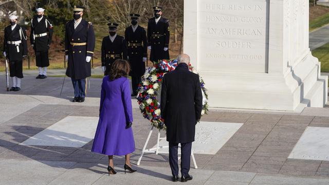 President Joe Biden og visepresident Kamala Harris på Arlington-gravlunden.