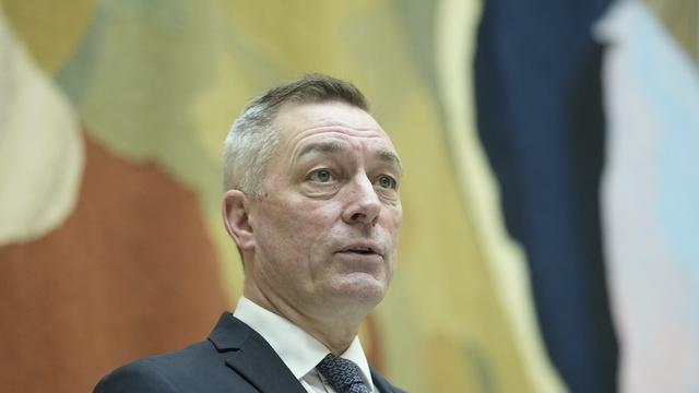 Forsvarsminister Frank Bakke-Jensen (H) møter til høring om Bergen Engines i utenriks- og forsvarskomiteen på Stortinget 19. april.