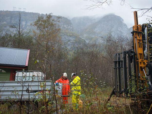 STARTPUNKT: Her fra Sima i Eidfjord skal den planlagte kabelen gå. Bildet er fra forberedende arbeider i 2017.