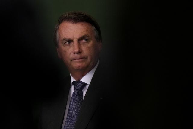 En senatskomité har godkjent en rapport der det anbefales at det tas ut tiltale mot Brasils president Jair Bolsonaro for koronahåndteringen