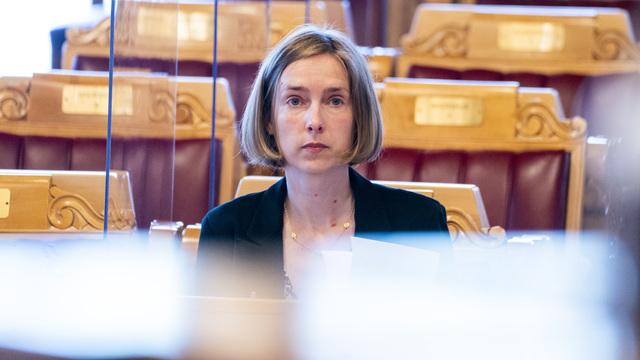 Næringsminister Iselin Nybø (V) reagerer på Norwegians utbetaling av millionbonuser til toppledelsen.