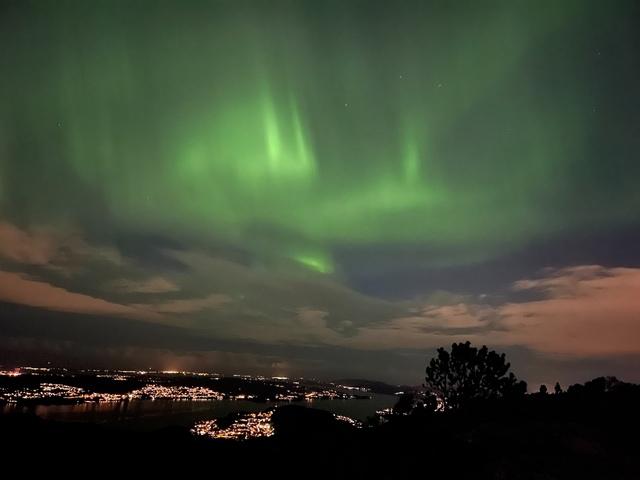 Nordlyset sett fra Sandviksfjellet.
