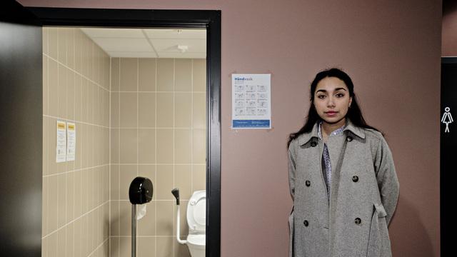 Eira Vilde Martinsen Garrido (Sv) fremja forslaget om gratis sanitærprodukt på offentlege toalett i Bergen.