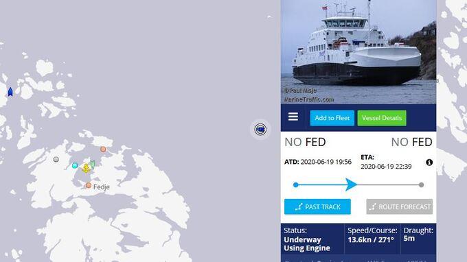 Fedjebjørn på veg inntil Fedje rundt klokka 21.10