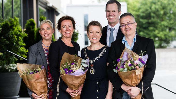 Hilde Engjom var en av flere prisvinnere på landsstyremøtet. Fra venstre: Hilde Engjom, Mette Lyberg Rasmussen, Marit Hermansen, Christer Mjåset, Nezar Raouf