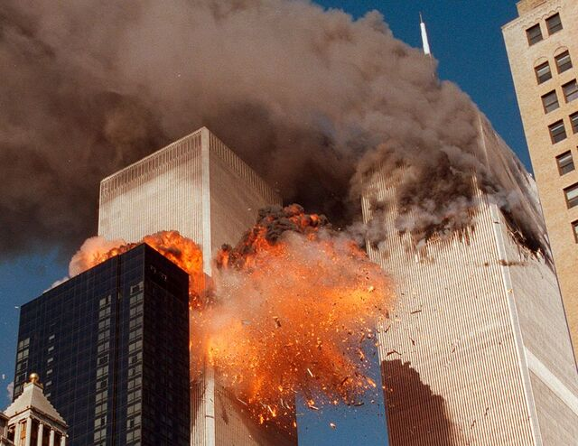 Klokken 9.03 fløy kaprere et fly inn i det søndre tårnet i World Trade Center på Manhattan.