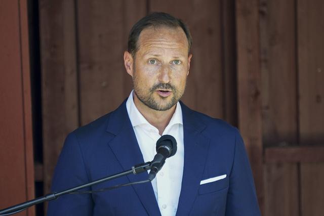 Kronprins Haakon holder tale under minnemarkeringen på Utøya, 10 år etter terrorangrepet 22. juli 2011.