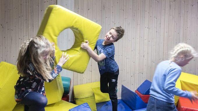 Barn leker på SFO i Trondheim.