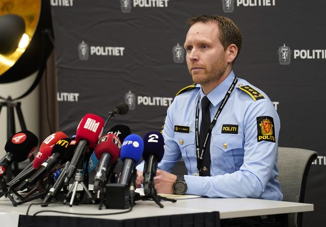 En av politiets hypoteser har blitt styrket i dagene etter Kongsberg-angrepet, nemlig at sykdom kan være hovedårsaken til at den 37 år gamle mannen drepte fem personer og skadd tre andre onsdag kveld. Foto: Terje Bendiksby / NTB