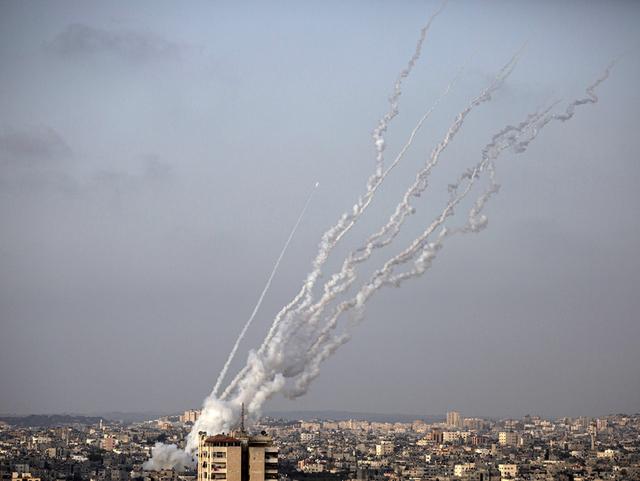 Raketter blir avfyrt mot Israel fra Gazastripen mandag forrige uke.