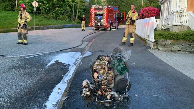 En engangsgrill førte til at det tok fyr i bosspannet ved Persenbakken i Bergen.
