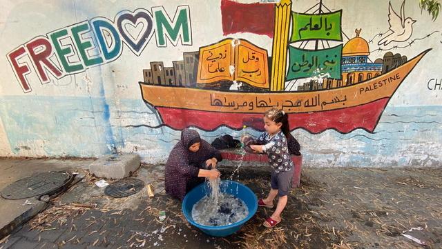 Mange Gaza-inbyggere har flyktet fra hjemmene sine og søkt tilflukt på FN-skoler.