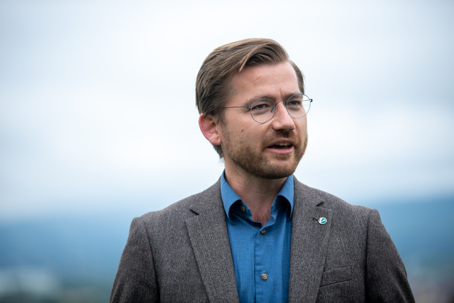 Klima- og miljøminister og Venstre-nestleder Sveinung Rotevatn er blant dem som får plass på Stortinget gjennom et av de 19 utjevningsmandatene. Foto: Annika Byrde / NTB