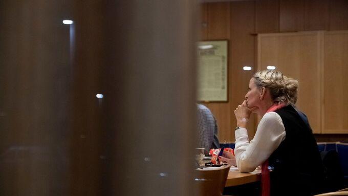 Her inne i formannskapsalen i Klepp forhandles det mellom Høyre, AP og Sp. Til høyre: Ane Mari Braut Nese