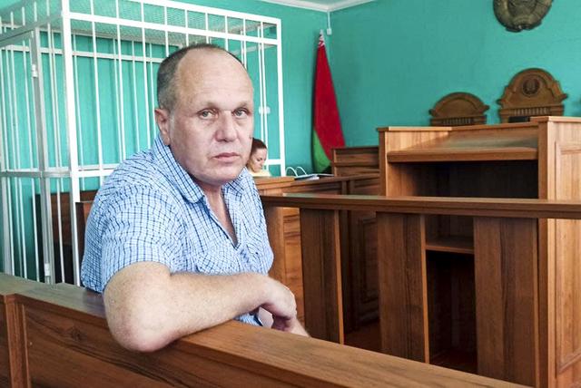 Journalisten Sjarhej Hardzijevitsj er dømt til ett og et halvt års fengsel i Hviterussland for å ha fornærmet landets president Aleksandr Lukasjenko. Foto: Viasna / AP / NTB