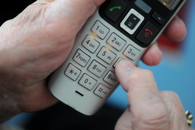 Personer over hele landet er forsøkt svindlet over telefon av en som utgir seg for å være fra politiet. Foto: Frank May / NTB
