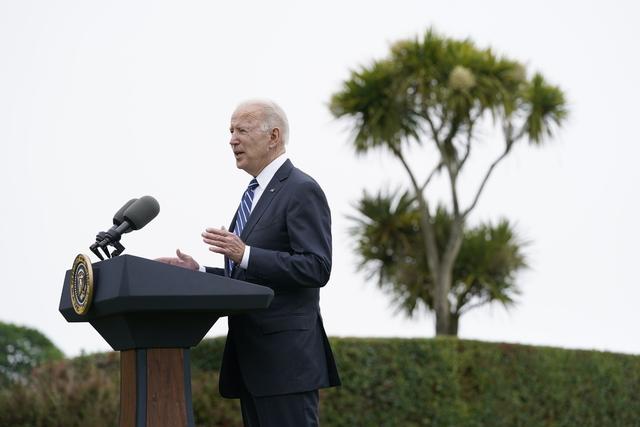 President Joe Biden møtte pressen etter sitt møte med den britiske statsministeren Boris Johnson torsdag. Foto: AP / NTB