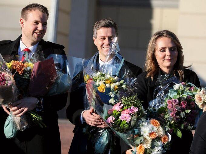 Statsminister Erna Solberg presenterte fredag ny regjering. Her ser vi Krf-leder Kjell Ingolf Ropstad , Knut Arild Hareide og Linda Hofstad Helleland, på Slottsplassen etter at den nye regjeringen ble presentert.