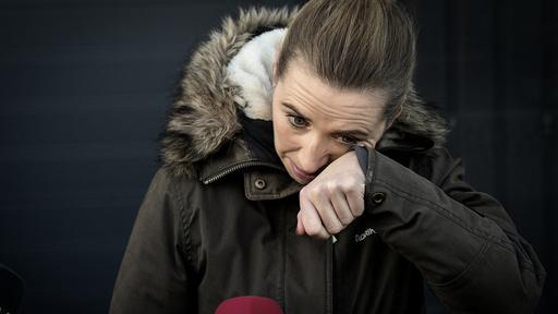 Statsminister Mette Fredriksen tørket tårene torsdag.