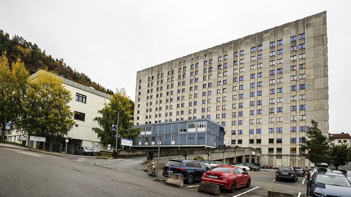 En ansatt er smittet med koronavirus ved Drammen sykehus. Det er også nye smittetilfeller ved Blakstad sykehus og Ringerike sykehus.