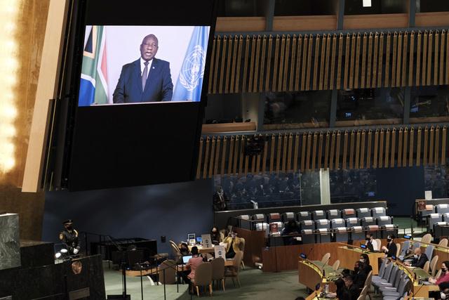 Sør-Afrikas president Cyril Ramaphosa taler til FNs hovedforsamling over videolink. Foto: Spencer Platt / AP / NTB