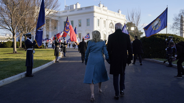 Joe Biden og kona Jill Biden ved Det kvite hus.