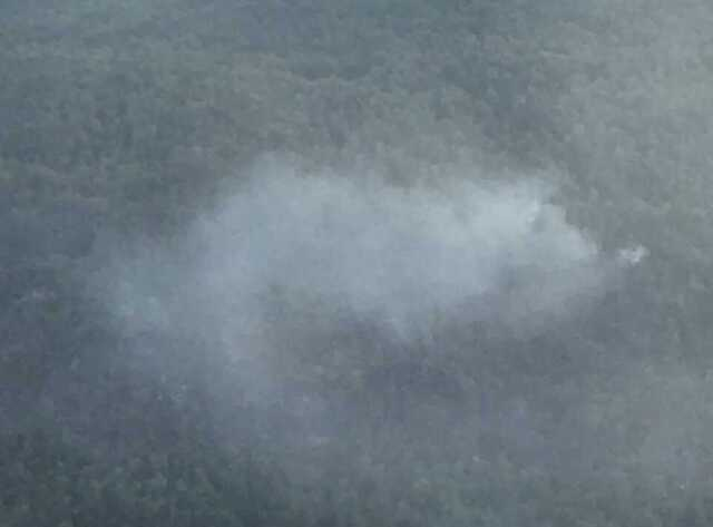 Det har de siste dagene brent i fjellsiden langs veien mellom Loen og Stryn.