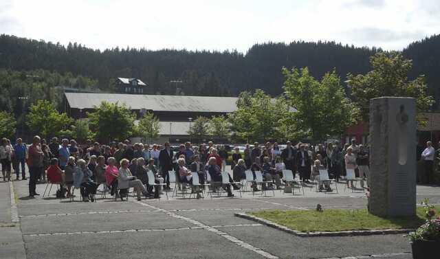 Rundt 100 menneske kom til minnemarkeringa på Osterøy.