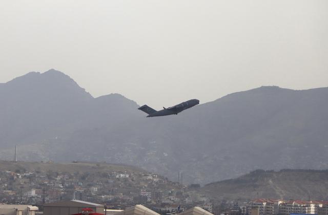Et amerikansk fly som tok av fra flyplassen i Kabul i slutten av august.
