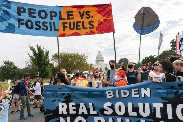 Klimaaktivister protesterer i Pennsylvania forrige fredag. Foto: Jacquelyn Martin / AP / NTB