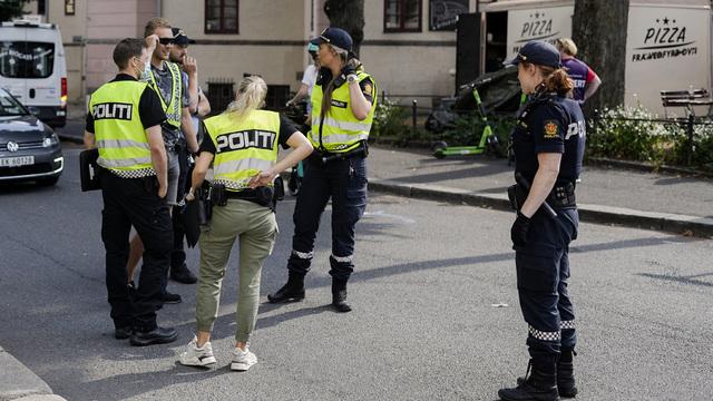 Politiet er utenfor Bislett stadion etter slossing mellom fotballsupportere.