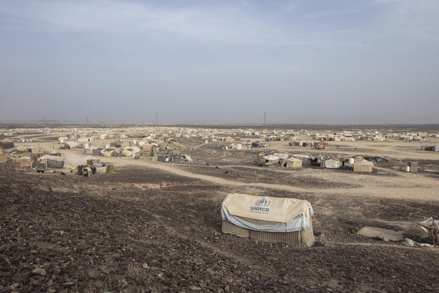 Kampene om Maarib førte i september til at 10.000 mennesker måtte forlate sine hjem, ifølge FN. Her er en teltleir for flyktninger i utkanten av byen. Bildet er fra juni. Foto: Nariman El-Mofty / AP / NTB