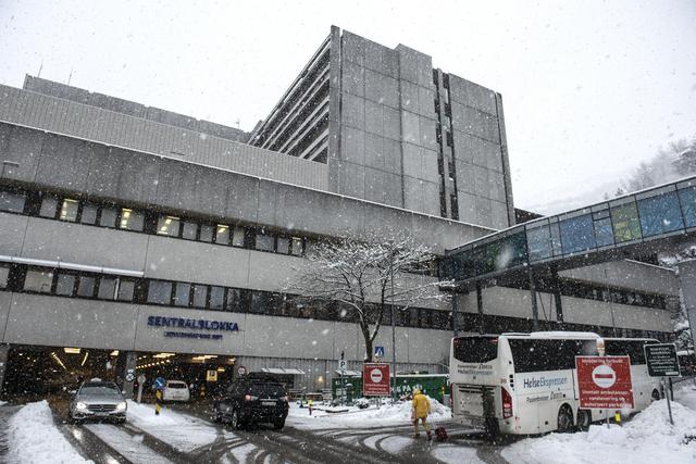 Haukeland universitetssjukehus i snøvær i januar. Foto: Marit Hommedal / NTB