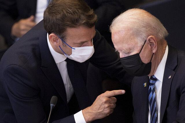 USAs president Joe Biden og Frankrikes president Emmanuel Macron under Nato-toppmøtet i sommer. Foto: Brendan Smialowski / AP / NTB