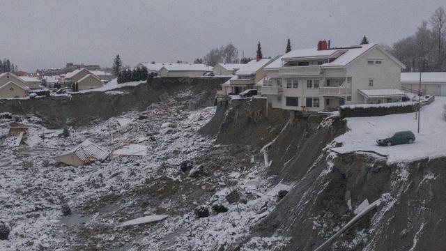 Natt til 30. desember 2020 gikk det et større leirskred i Ask i Gjerdrum kommune. Ti mennesker mistet livet i skredet. Foto: Anders Martinsen, UAS Norway / Pool / NTB