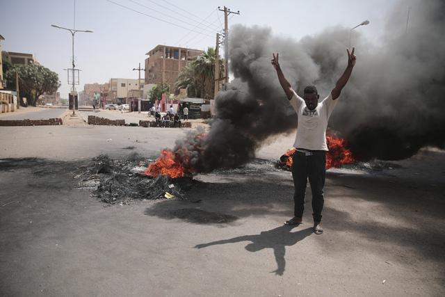 Demonstrasjoner i Khartoum tirsdag. Foto: Marwan Ali / AP / NTB