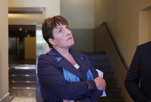 Ingebjørg Vamråk, her fra da hun i 2018 var i forhandlinger med Fedje kommune om en sluttavtale etter å ha blitt sparket.