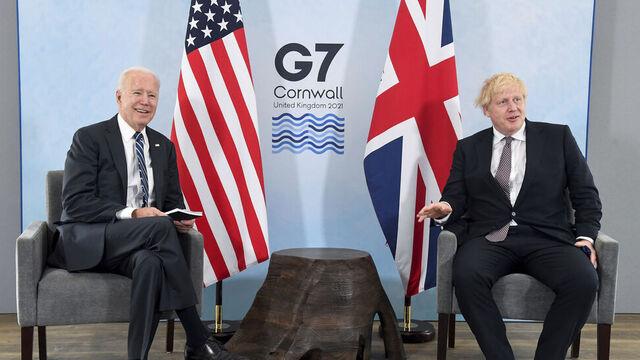 USAs president Joe Biden og Storbritannias statsminister Boris Johnson er på G7-møtet. Landene har vedtatt å støtte det internasjonale vaksinesamarbeidet.