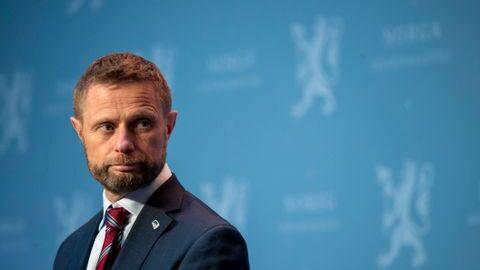 Helseminister Bent Høie (H) på pressekonferanse om korona. Han ønsker ikke obligatorisk test.