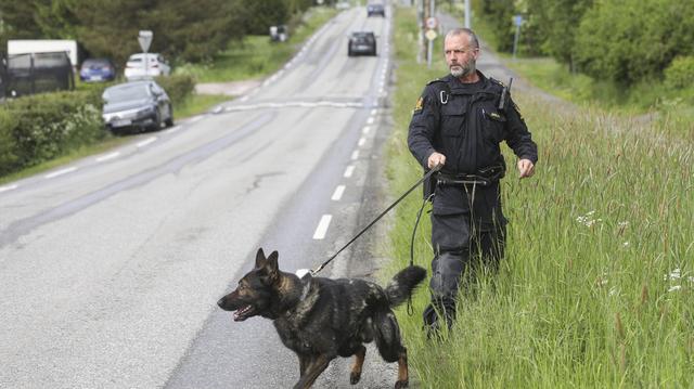 Politiet søker i området på Kråkstad etter at en mann torsdag ble knivstukket.