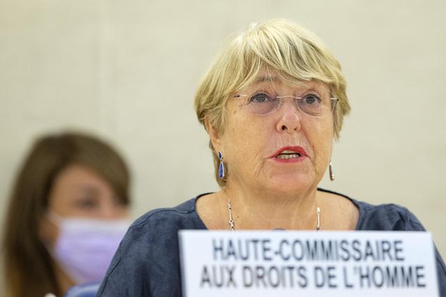 FNs høykommissær for menneskeretter, Michelle Bachelet, la fredag fram nye tall for dødsofre i den ti år lange krigen i Syria. Ifølge rapporten er over 350.000 mennesker bekreftet drept, men det er en underrapportering. Det reelle tallet er langt høyre, sier hun. Foto: AP / NTB
