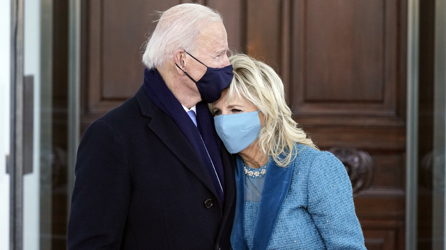 Joe og Jill Biden utanfor Det kvite hus.